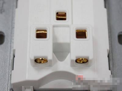 鞍型接线方式,可轻松接入10平方毫米的粗导线