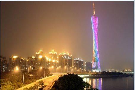珠江岸边的广州塔