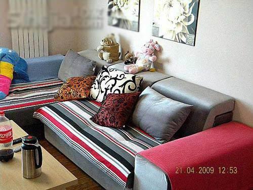 手绘影视墙300元沙发边柜160元地毯530元照片墙60元小黑板18元仿真花