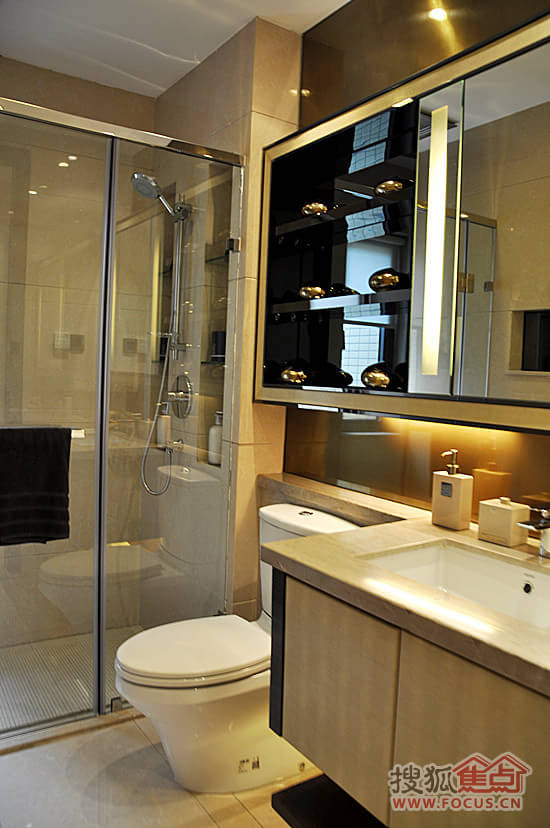 卫生间镜面柜与洗手台的特殊设计应用于每一所房子