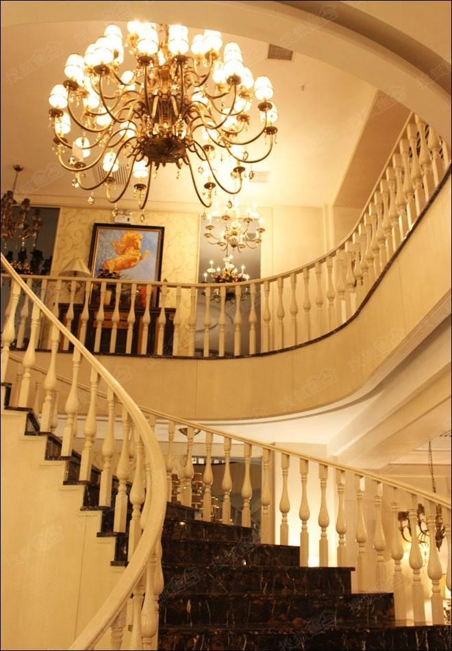 楼梯照明灯的模拟电路,楼上,楼下各一个单刀开关,电源,灯泡各一个