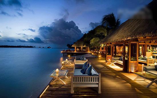 惊人的全玻璃海底餐厅 马尔代夫度假酒店(图)