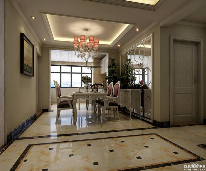 餐厅墙壁的装饰采用了蜂巢形镜面的设计,华丽而高雅,餐厅里面嵌入式