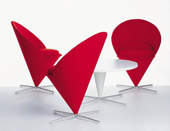 """他参加了雅各布森的一系列原创性家具设计,其中包括了著名的""""蚂蚁椅"""""""