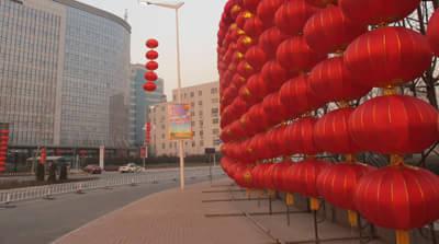 兔年春节前夕,保定市区街头挂起了一串串的红灯笼,火红的灯笼映出新年