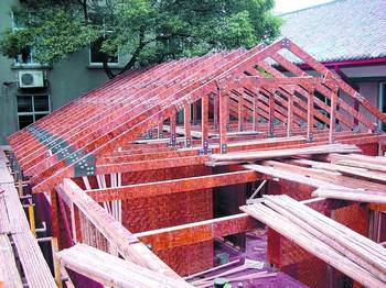 结构设计参考北美木结构房屋设计标准,能抵抗8级强烈地震而不出现结构