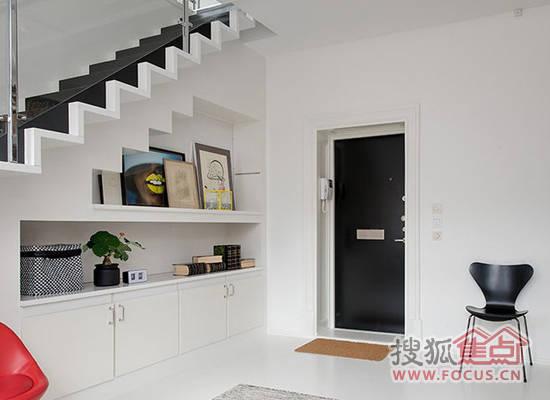 小编为大家介绍的就是几款超高评价的复式小户型楼梯设计,希
