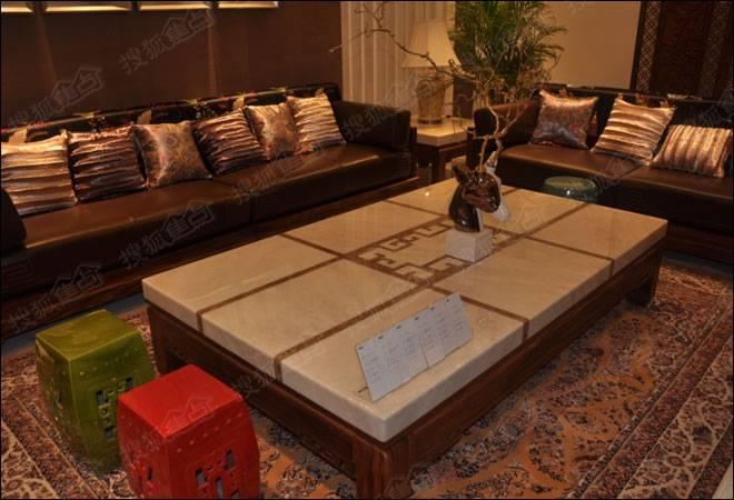 诠释新中式风格精粹 联邦家私实木沙发速评