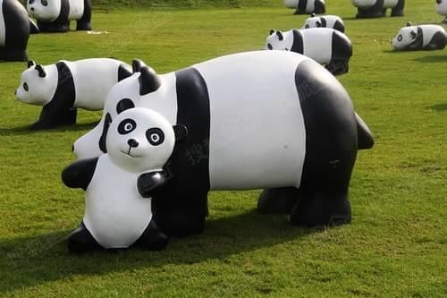 现场推出小朋友熊猫绘画比赛,熊猫墙diy涂鸦,手绘陶制熊猫等互动活动.
