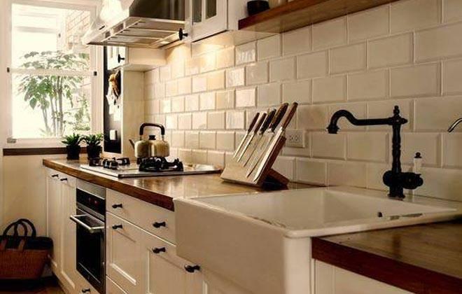 便捷挂式的垃圾桶比较适合空间小的厨房