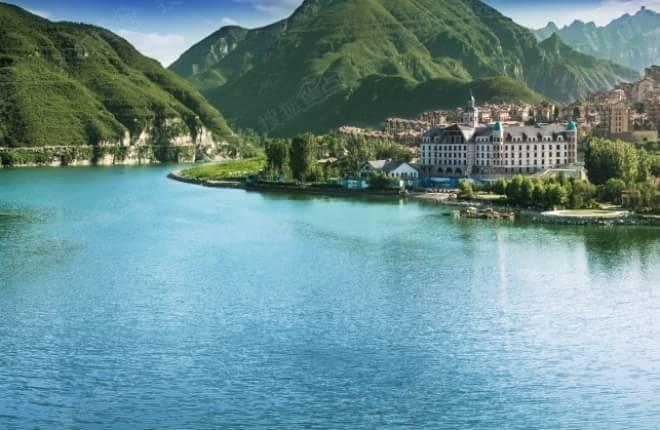 天鹅湖位于房山区张坊镇西行2公里