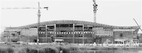 站房屋顶钢结构网架完工