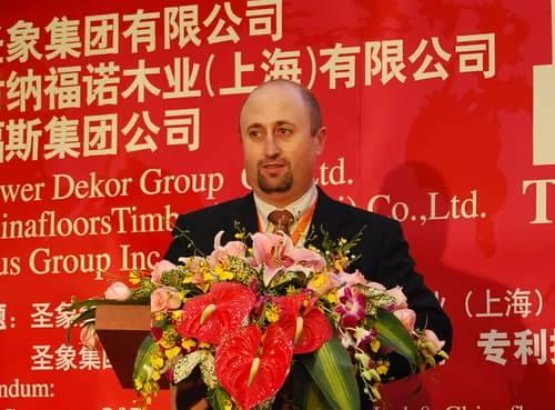 作为福斯集团和财纳福诺木业(上海)有限公司的代表,我今天在这里非常