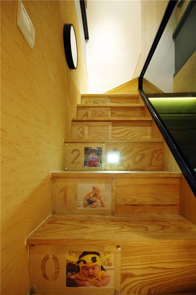 楼梯侧面独特的照片墙