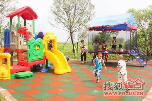 公園內兒童游樂設施