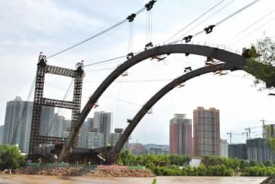 中铁十局项目负责人介绍,第一段拱肋于2012年5月24日开始吊装,下游拱