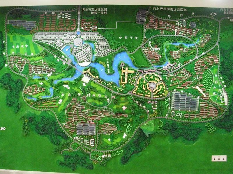 进入21世纪,中国的城市发展进入高速发展的轨道,同时也带动了房地产行业的飞速发展,能够在城市发展的大环境中缔造家园,建起一座座高楼大厦,为居住者提供良好的居住环境,新田的创业者默默耕耘,坚守缔造城市之美的信念,同心携手,一路向前,在这15年里,新田置业对作品精耕细作,以作品成就了伟大,也赢得了更为广泛的尊重。 市场定位 洞林湖位于河南省贾峪镇,占地7平方公里,扼守郑西新城核心位置,不但拥有历史文化旅游资源--洞林寺,更依据其丰富的地形地貌、中原珍稀难得的湖泊--洞林湖这块天然绿肺,规划出前所未有、超大规