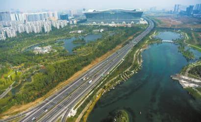 锦江,东风渠,江安河;主要公园周边地区包括凤凰山公园,动物园,沙河