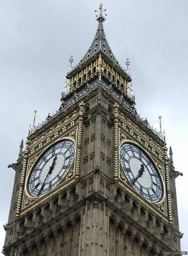 是坐落在英国伦敦泰晤士河畔的一座钟楼