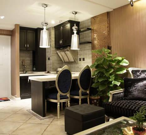 本案例设计风格为新古典,建筑面积为80平米,一室一厅一卫,施工造价19万元。一层为开放式厨房兼餐厅,客厅,楼梯下为冰箱及收纳柜。二层为半开放式书房及半开放式卧室,衣帽柜及卫生间。色调:整体运用相对重色加以灯光来体现家具及饰 品。